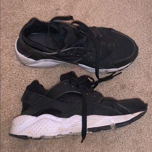 Nike Huaraches Black and white